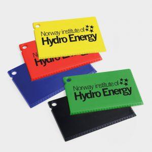 Der Green & Good Kreditkarten-Eiskrazter aus recyceltem Plastik.