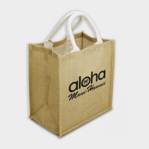 The Green & Good Brighton Jute Bag is made from natural and sustainable jute. Popular shopping and gift bag with square format and cotton webbing over rope handles. Lined inside with a laminated surface for easy cleaning and sturdiness.