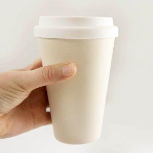 Bouteilles et mugs