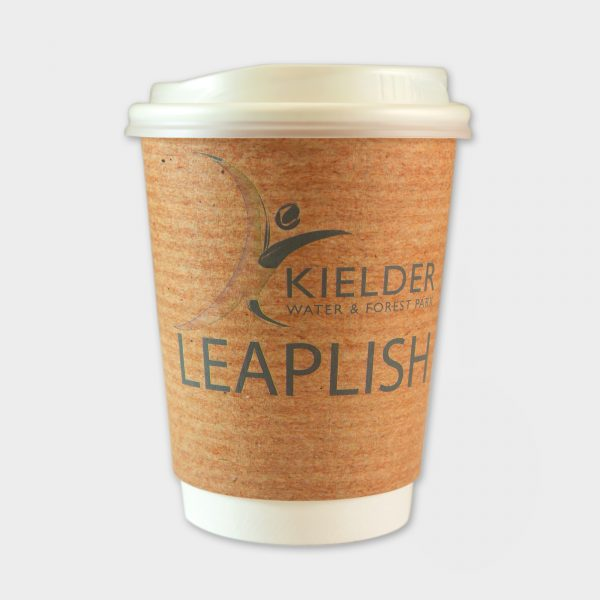 The Green & Good 12oz Eco To-Go-Papercups made with a water-based barrier coating. 100% recyclable and an eco-friendly and sustainable option for coffee shops,  catering and event companies. Double walled for easier handling of hot liquids. Made in the EU. Comes with a recyclable PS lid as standard.